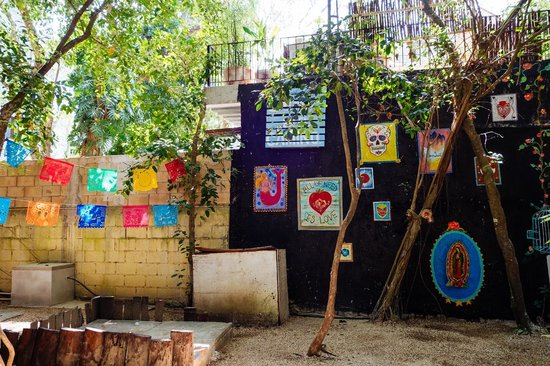 Ecolodge Shalala: Cute wall across from the cabana