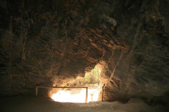 Cavernas del Viejo Volcan Parque Cerro Leones: Caverna dormitorio tehuelche