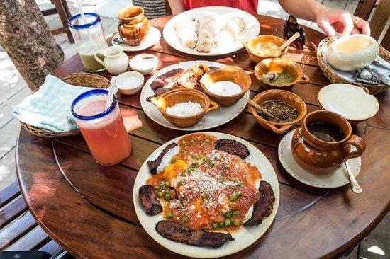 La Cueva del Chango: breakfast!