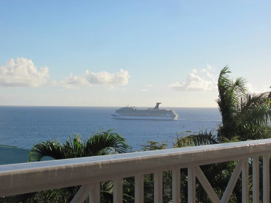 Villa Marbella Suites: Cruise ship watching from Cruzan suite