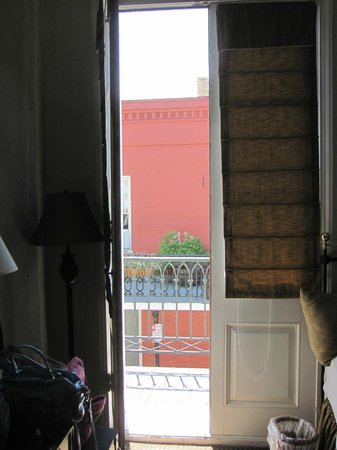 Chateau Hotel: Doors to balcony