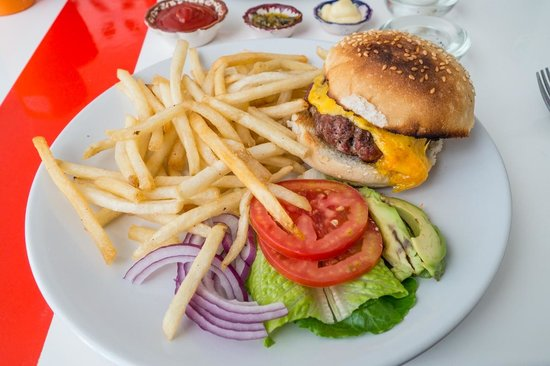 Teetotum Hotel : cheeseburger and fries