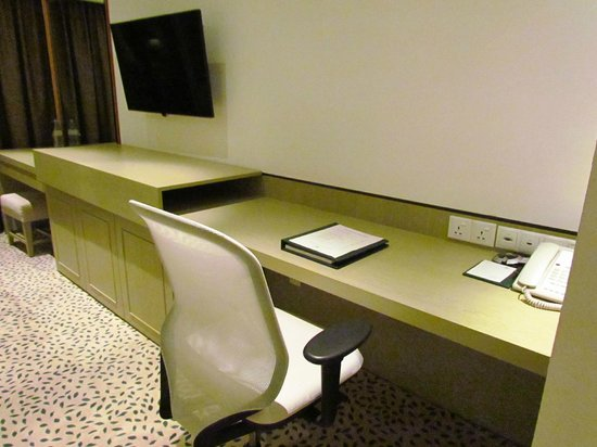 Goodwood Park Hotel : Clever desk area - open