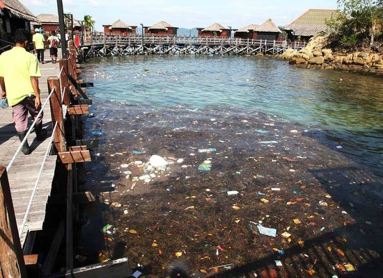 Gayana Marine Resort: Trash