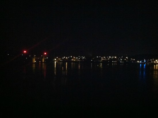 Best Western Pier Point Inn: Night time view across the river from our room