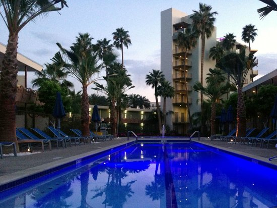 Hotel Valley Ho: Oasis Pool - at dusk