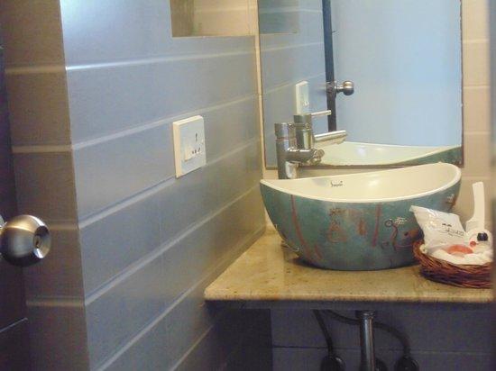 Tatvam Residency: Bathroom