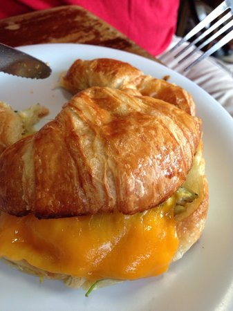 Paris Bakery Cafe : Breakfast croissant with veggies and eggs
