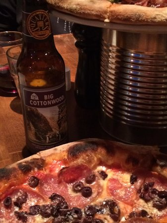 Centro Woodfired Pizzeria : Our pizza and a Squatters Big Cottonwood Amber Ale.