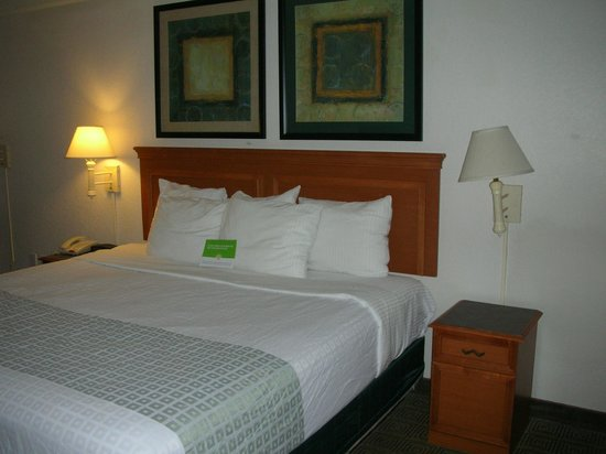 Rodeway Inn Jackson: Room with a king bed