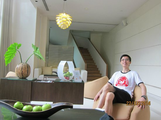 Park Plaza Sukhumvit Bangkok: Relaxing at the lobby