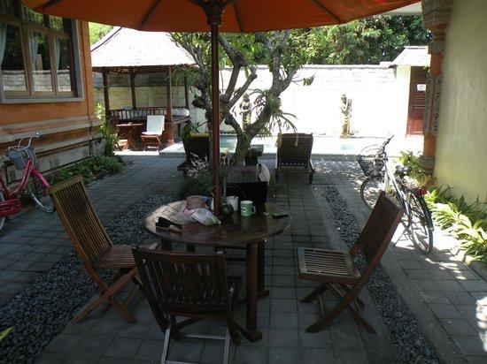 Sunhouse Guest House: het gezellige binnenplaatsje