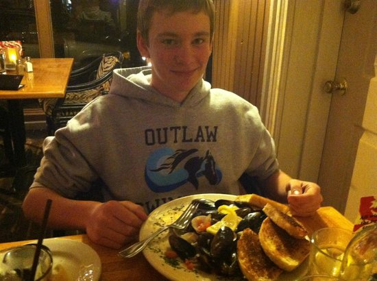 Bridgewater Ocean Fresh Fish House and Zebra Bar: My son and his 2 pounds of clams and mussels