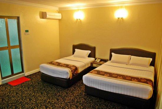 Greenlast Hotel: 1 Queen & 1 Single Bedroom