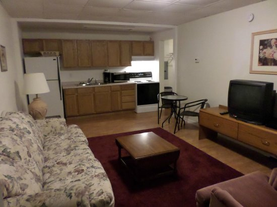 Elms Motel : Kitchen/Living room