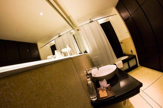FCC Angkor: Bathroom