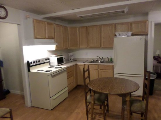 Elms Motel : Kitchen