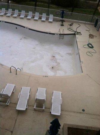 Rodeway Inn & Suites: pool closed