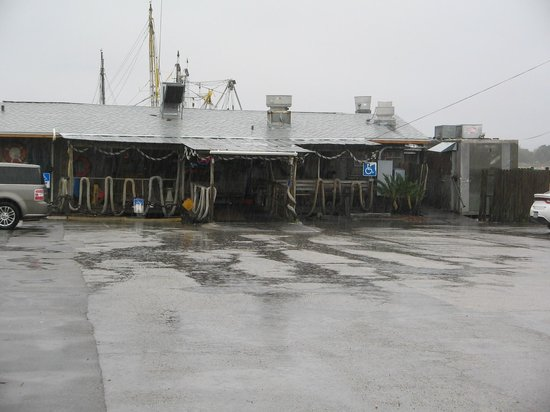 Singleton's Seafood Shack: Front of the restaurant.