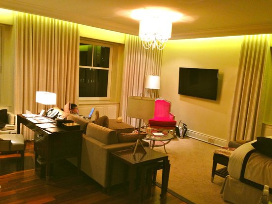The Ritz-Carlton, Montreal : The living room in our King Suite