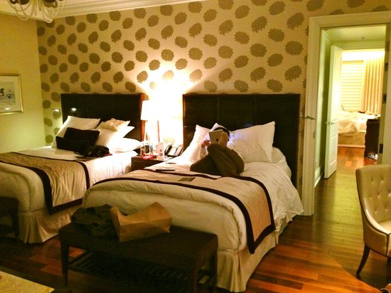 The Ritz-Carlton, Montreal : Our adjoining double beds