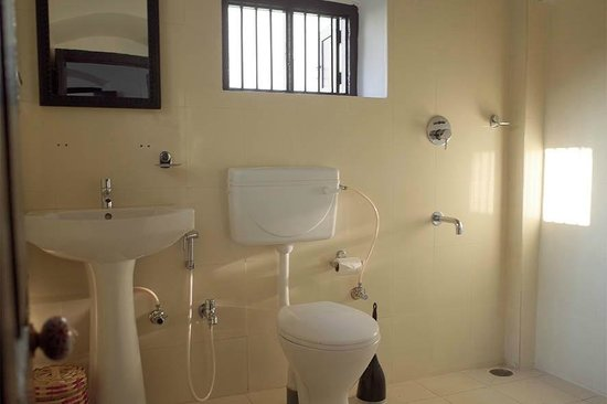 La Villa: bathroom