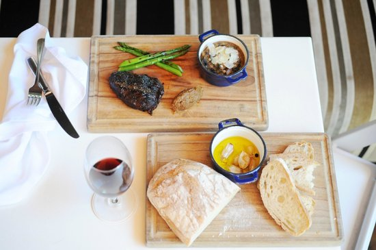 Italian at the Pacific: Beef Cheek & fresh bread
