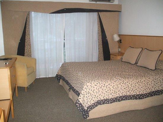 Urbana Suites: Amplia habitación