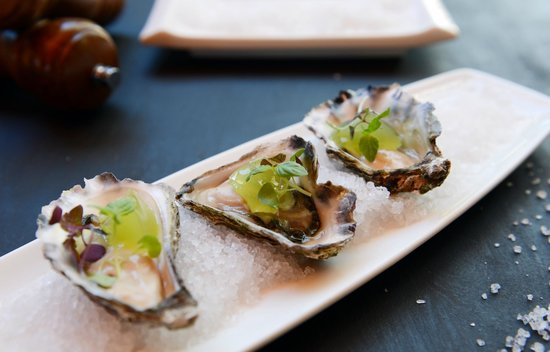 Italian at the Pacific: Oysters with lime jelly