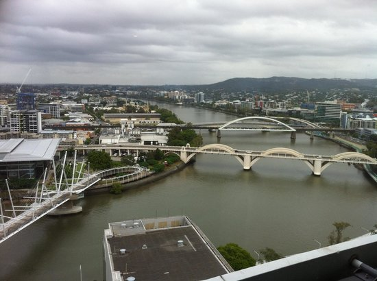 Meriton Serviced Apartments Brisbane on Herschel Street: Looking along the river towards West End, Toowong and beyond