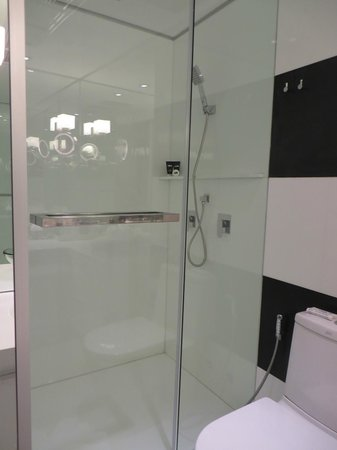 BYD Lofts Boutique Hotel & Serviced Apartments: Bathroom