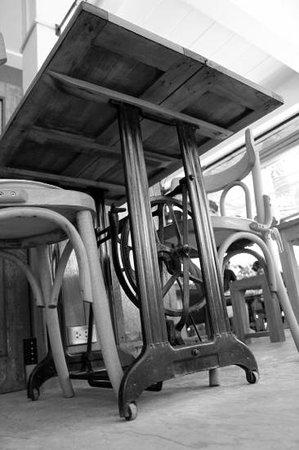 Chocolat Koh Tao: originale sawing table stand