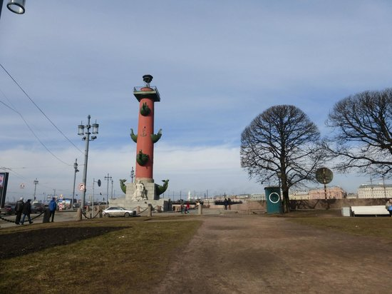 Memorial Sign Strelka Of Vasilievskiy Island: Растральные колонны и набережная