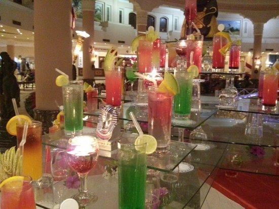 إيتي تروبيكانا جراند آزور: Выставка коктейлей