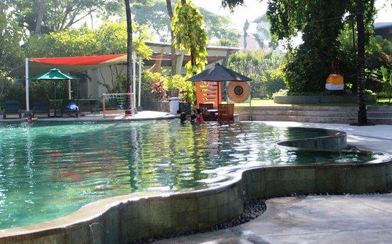 HARRIS Resort Kuta Beach : Kolam renang