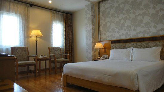 Silverland Central Hotel and Spa: Cozy room
