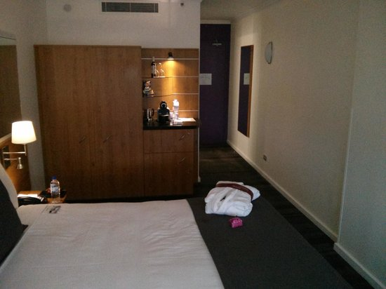 Mercure Sydney : View of room from window side