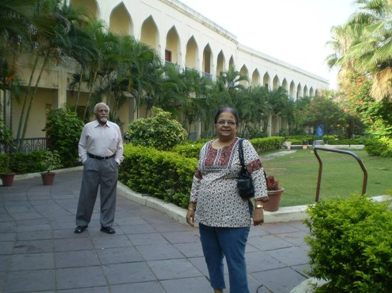 Taramati Baradari: The Taramati Hotel with a nice garden.