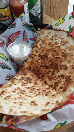 El Fuego : Bandit Quesadilla (chock full of chicken!)
