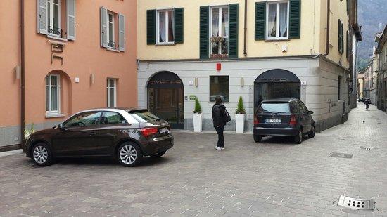 Avenue Hotel: Вход.