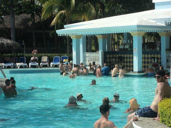 ClubHotel Riu Bachata: swim up bar