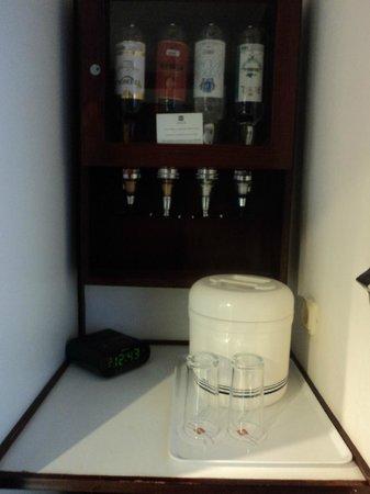 ClubHotel Riu Bachata: liquor dispenser in room