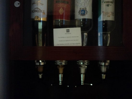 ClubHotel Riu Bachata: liquor dispenser