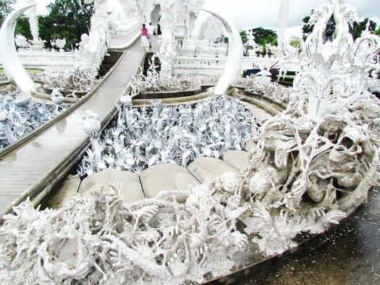 Wat Rong Khun: White Temple