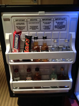 Sheraton Skyline Hotel London Heathrow : The mini bar inside the fridge, charge you digitally ;)
