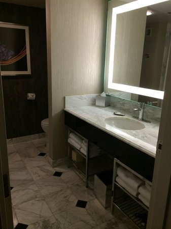 MGM Grand Hotel and Casino : Bathroom vanity