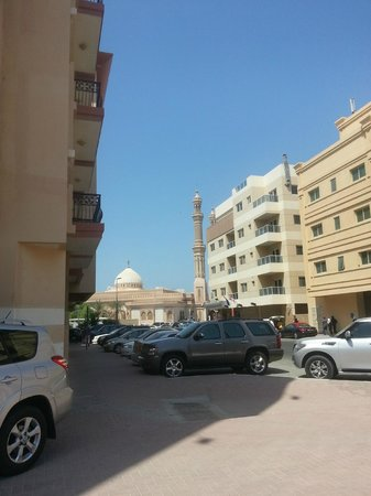 Arabian Dreams Hotel Apartments : the view of mosque from my room