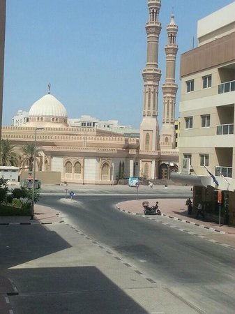 Arabian Dreams Hotel Apartments : beautiful mosque view from my room