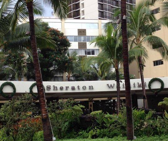 Sheraton Waikiki: ホテル正面
