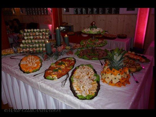 Le Fontenay : Buffet de fête